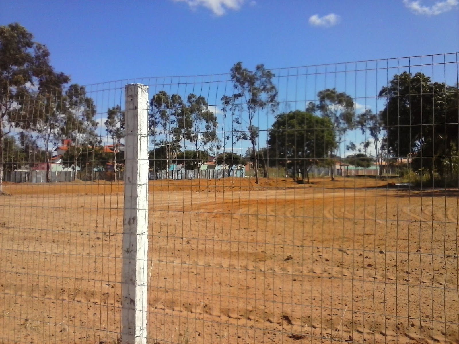 Área do parque sendo desmatada pela própria prefeitura.