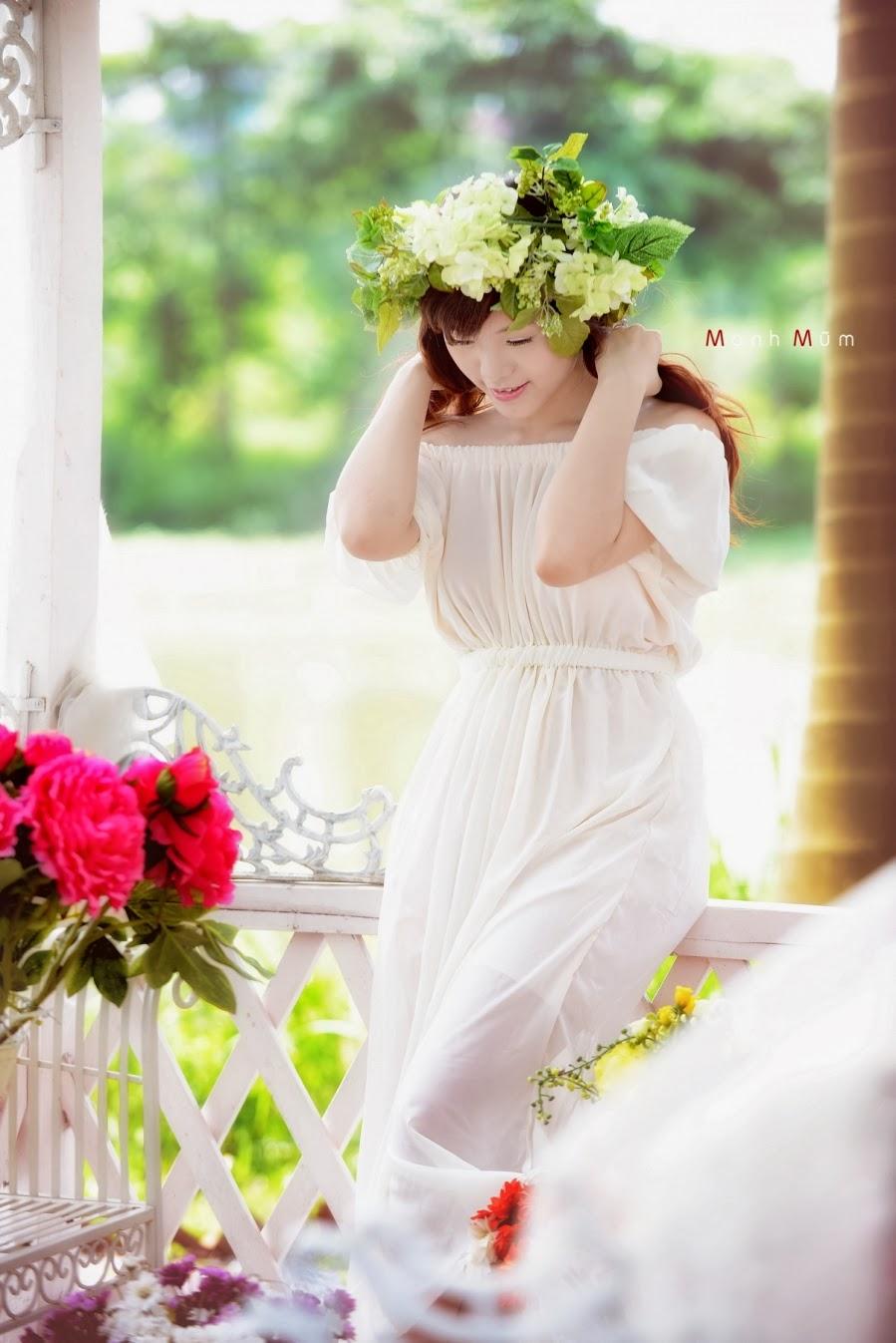 Người đẹp vai trần khiêu gợi