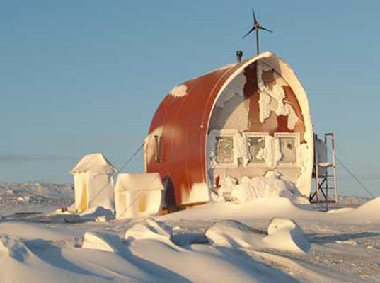 Casa-barco en el Ártico de Covey Island