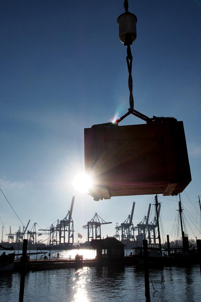 """Der Hamburger Hafen an einem sonnigen Novembertag - """"Fee ist mein Name"""""""