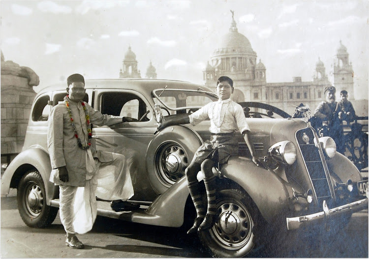 Plymouth car Standing Outside Victoria Memorial - Calcutta (Kolkata) 1930's