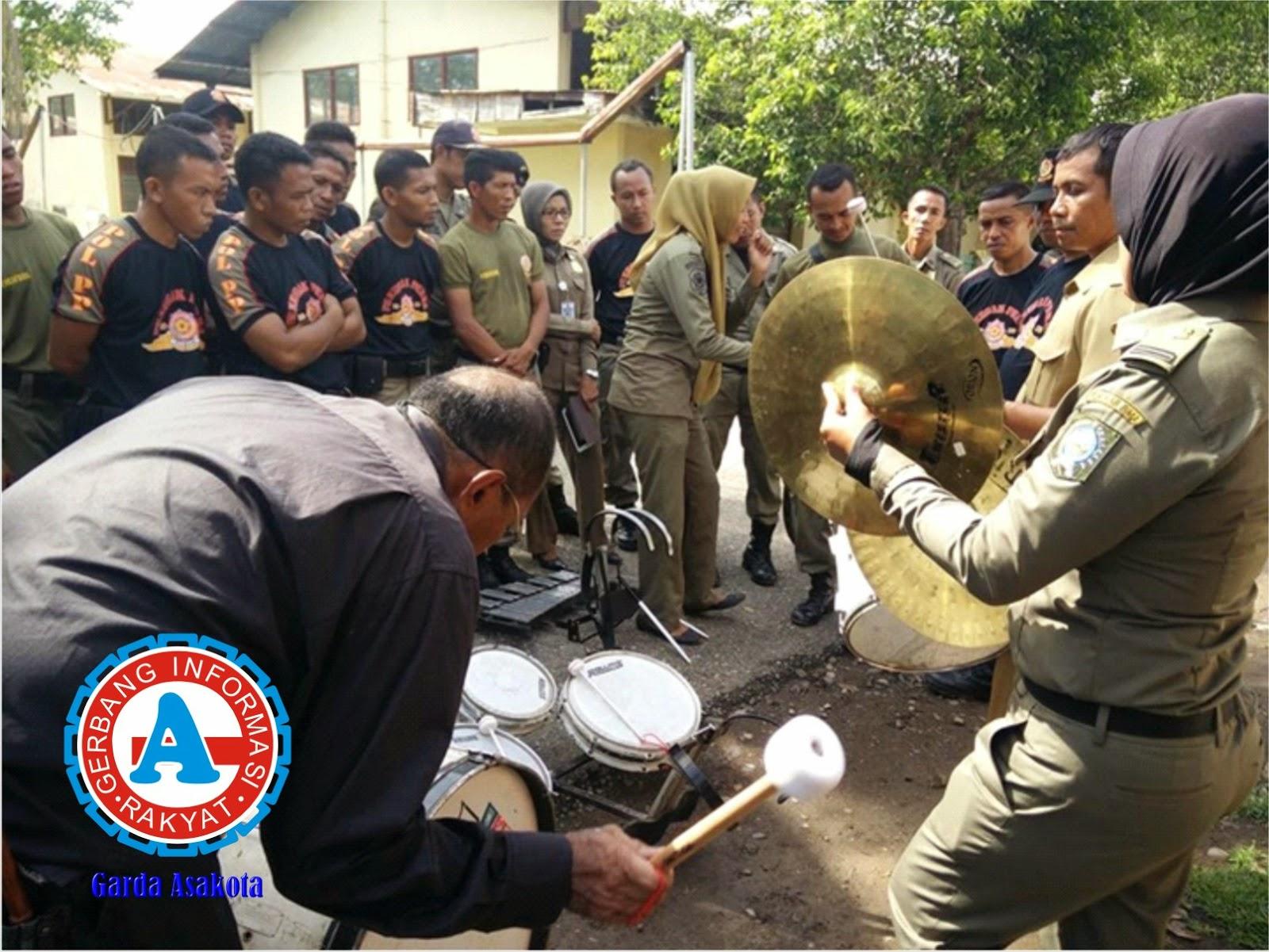 Puluhan Anggota Sat Pol. PP Kabupaten Bima Latihan Drum Band