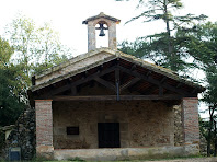 L'atri i el campanar de l'ermita de Sant Tou