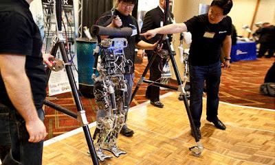 أحدث الإبتكارات في روبوت يسير كالبشر للمساعدة على إطفاء الحرائق  مدونة سامي سهيل