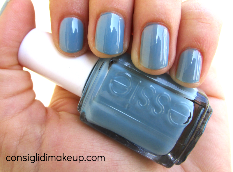 swatch smalto truth or flare azzurro essie