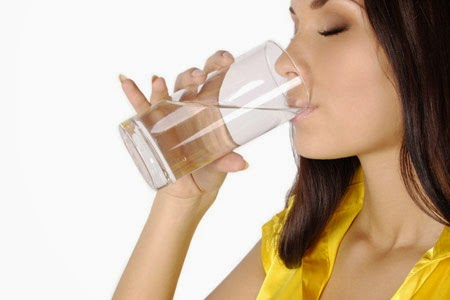Minum Air Tidak Membunuh Virus