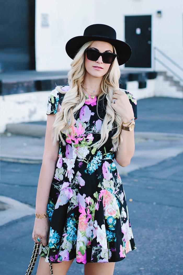 roupas femininas, comprar vestidos, vestido floral, blog de moda, bota, chapéu
