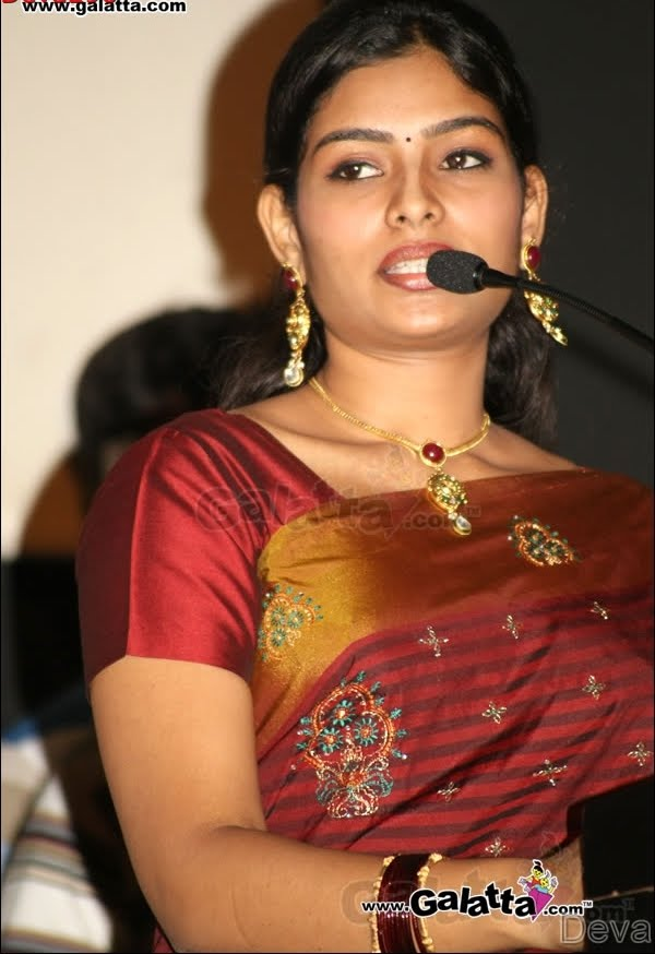 cute photos tamil tv anchor maheshwari unseen pics