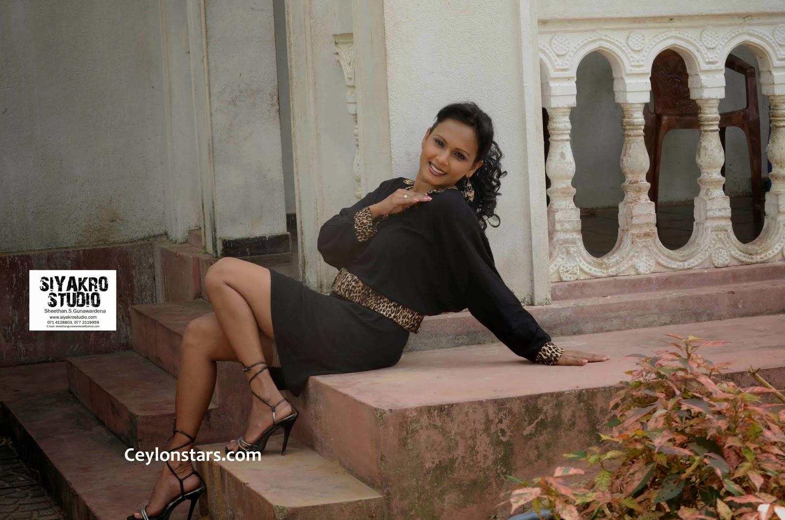 Shashika Cooray legs