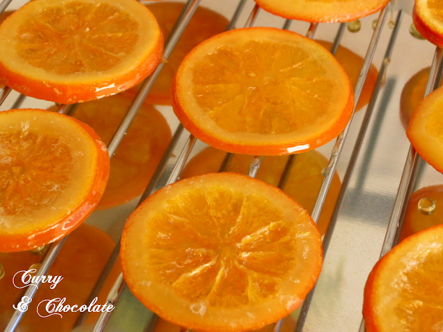 Naranjas confitadas escurriendo
