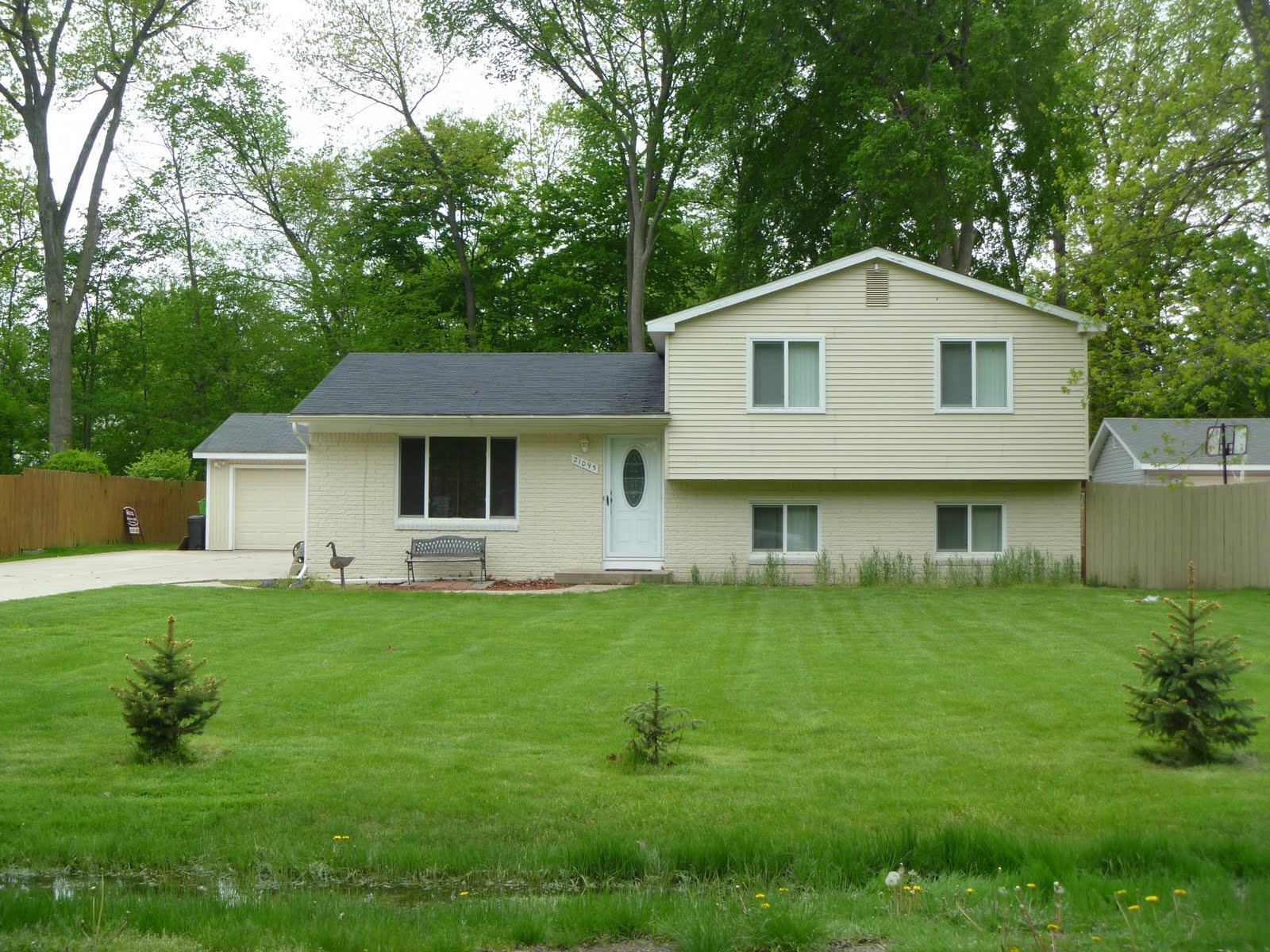Homes for sale in farmington hills mi blog subdivision for Tri level house pictures