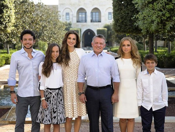 Queen Rania Of Jordan Shared The Royal Family's Annual New ...