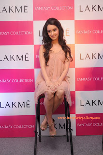 Shraddha Kapoor Hot Stills at Lakme fashion week