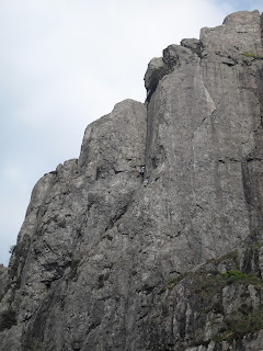Andy McQue, Andrew McQue, Andrew Lyons, Dinas Cromlech, Sabre Cut, climbing, multi-pitch climbing, Snowdonia, Llanberis