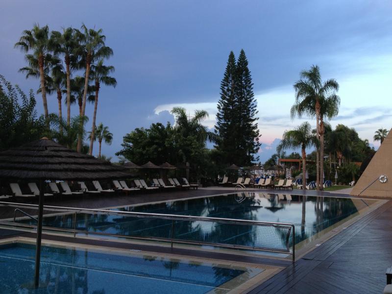 Imagens com texto chipre for K sol piscinas