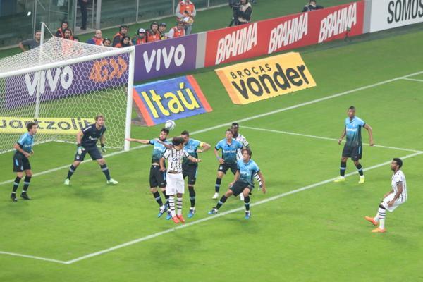 Em bom jogo, Grêmio bate o Corinthians