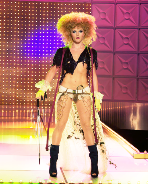 Willam looking like Bernadette Peters circa Annie