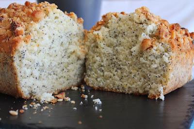 Cake de semillas de amapola y crujiente de avellanas