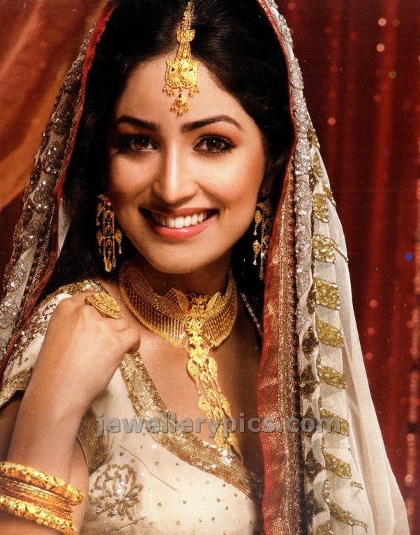 Actress Yami Gautam In Pc Chandra S Gold Jewellery