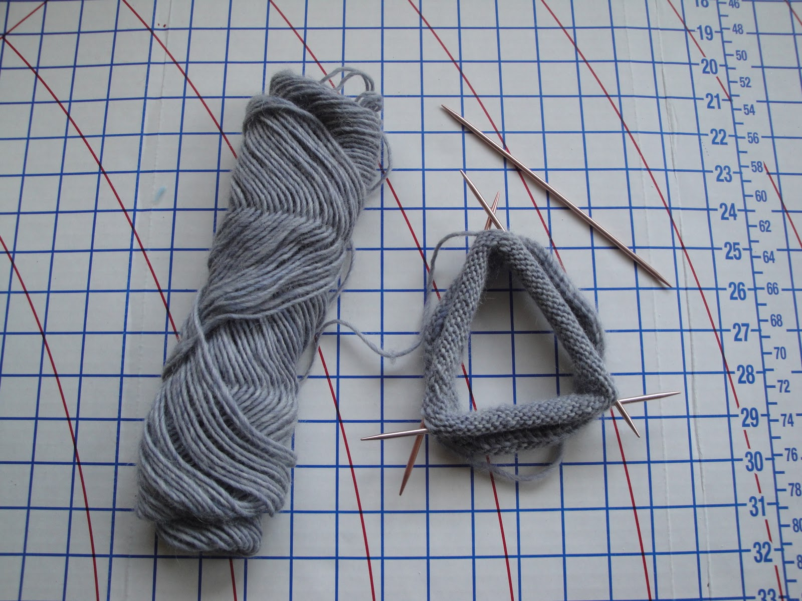 Using Double Pointed Needles To Knit In The Round : The project diary rolled edge baby hat