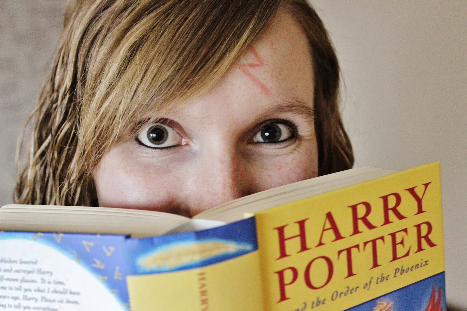 Girl reading Harry Potter and the Order of the Phoenix
