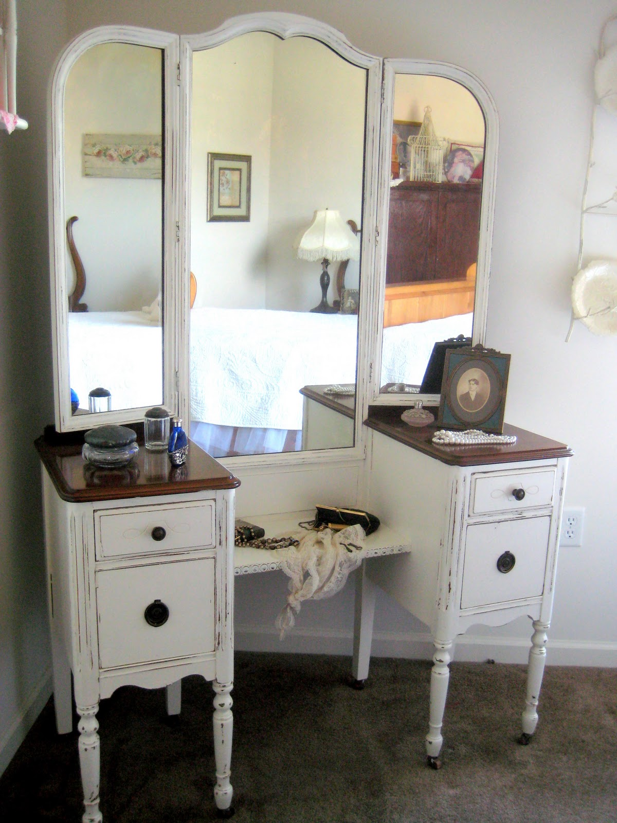 A Comfy Little Place of My Own - A Comfy Little Place Of My Own: Antique Vanity Redo