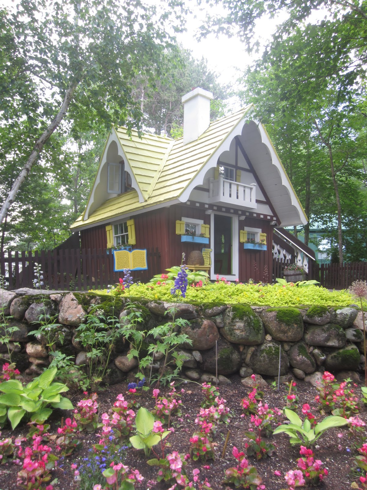 Relaxshackscom The Three Little Bears Tiny House Re Creation in NH
