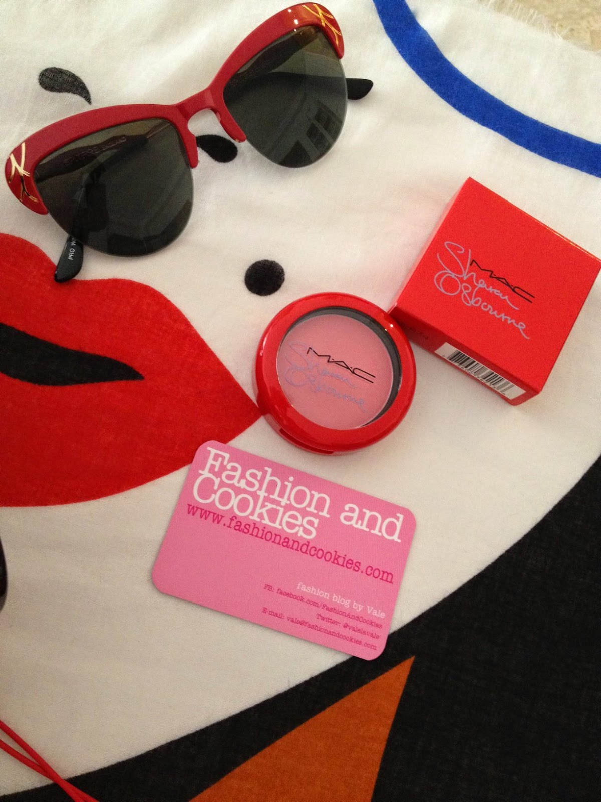 red spitfire sunglasses, mac peaches and cream blush, mac sharon osbourne blush, Fashion and Cookies, fashion blogger