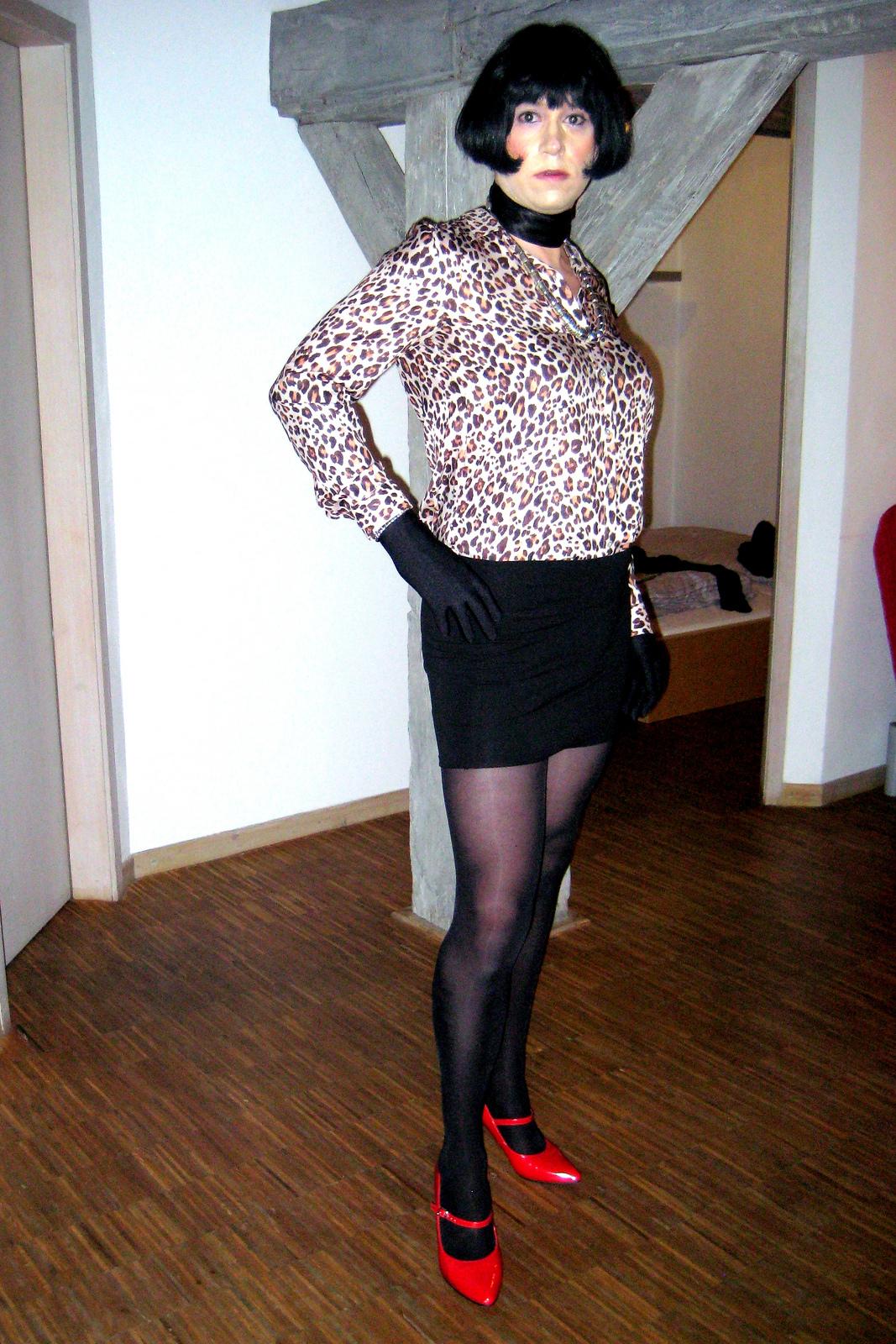 heels nylons mundspreitzer