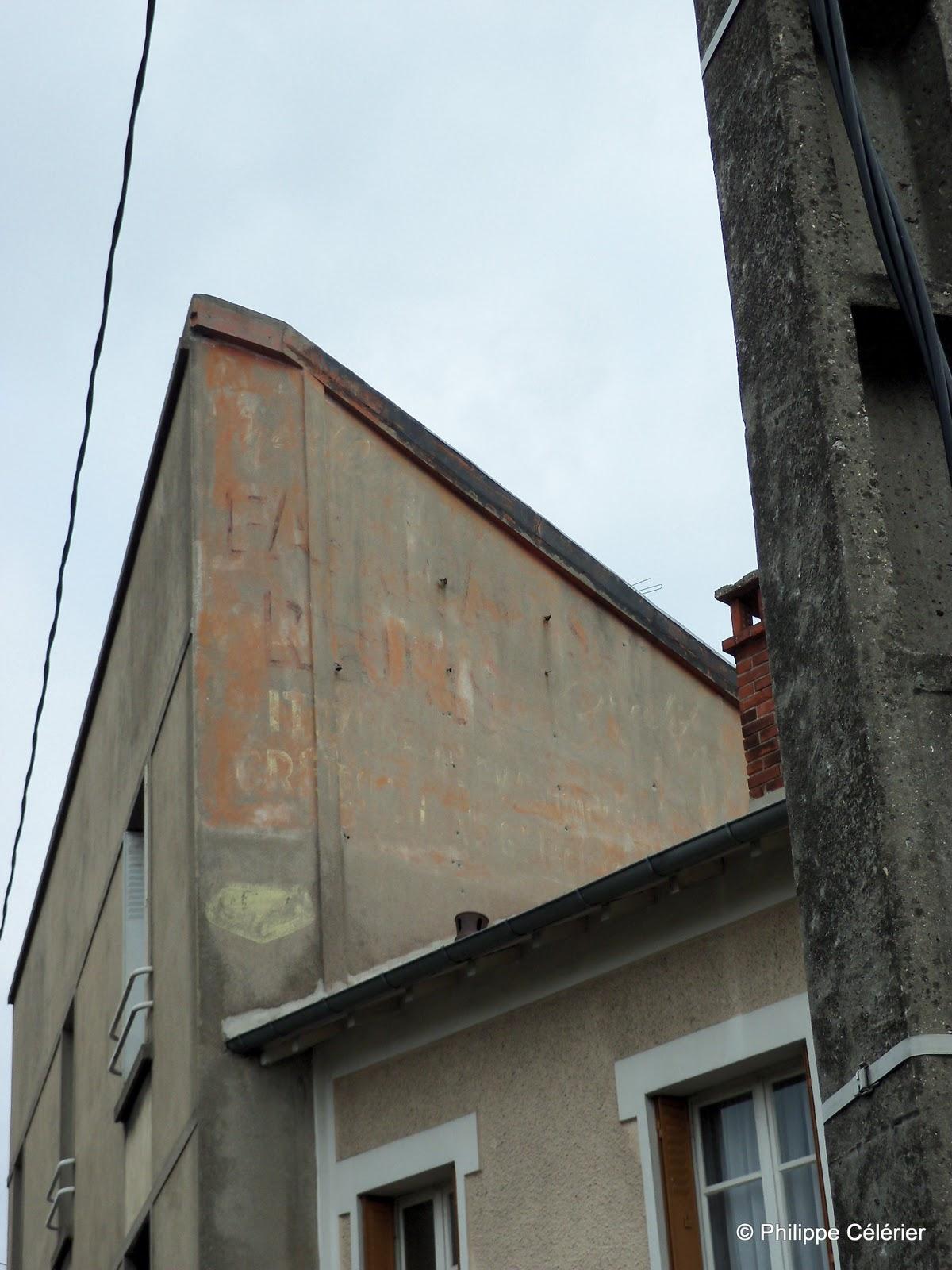les murs peints s 39 affichent double vitriot. Black Bedroom Furniture Sets. Home Design Ideas