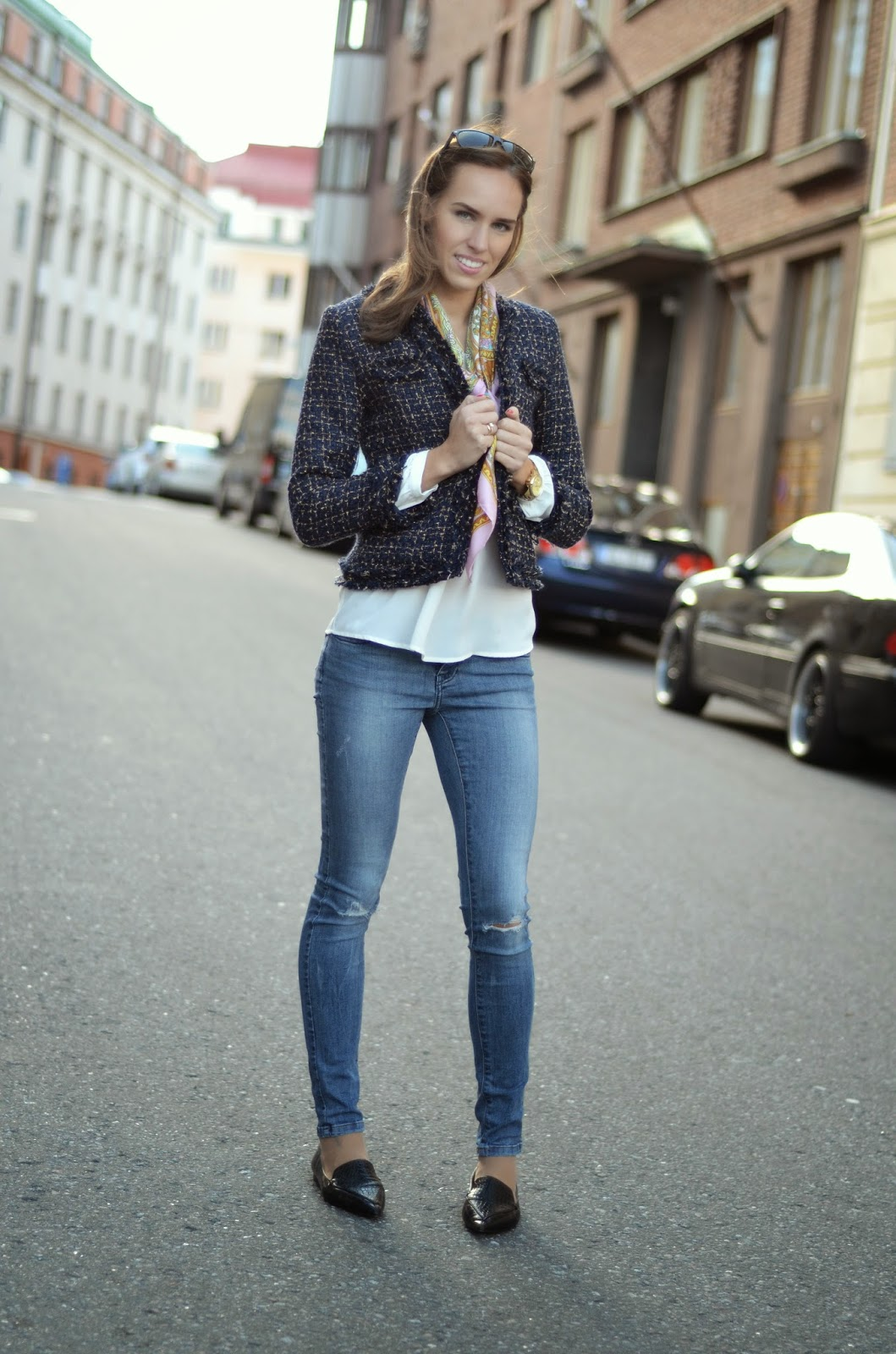 tweed-jacket-white-shirt-blue-jeans-outfit