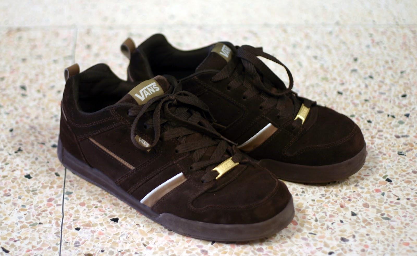 http://2.bp.blogspot.com/-uNIdo79zLJU/T4w9KzAj4mI/AAAAAAAAC8c/Wv-OG6t0L5Q/s1600/vans-shoes-black.JPG