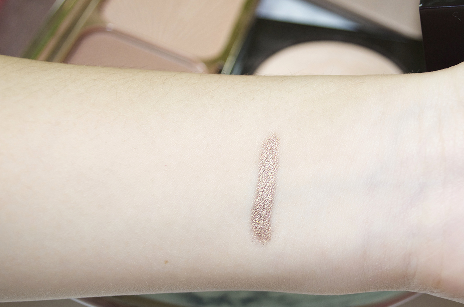 Laura Mercier's Caviar Eye Stick in Sand Glow