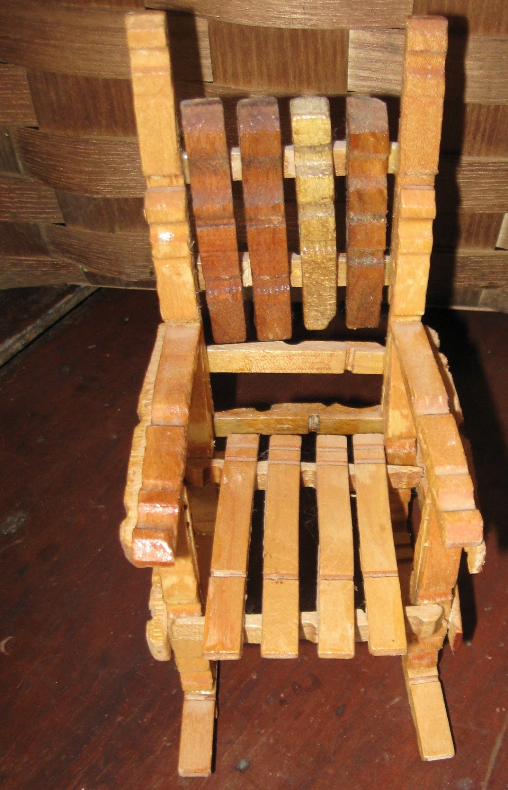 1000 images about o sa d vyrobi zo tipcov on pinterest for Small wooden rocking chair for crafts