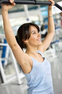 إيتكيت وذوقيات الجيم وممارسة الرياضة  - woman at gym+workout sport