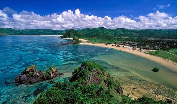 tempat wisata di lombok, wisata lombok, pantai tanjung aan, objek wisata di lombok, lokasi wisata di lombok