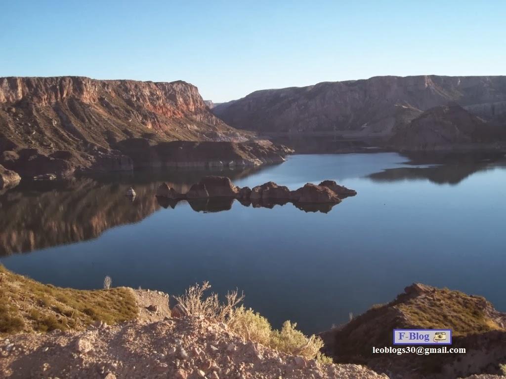 Lago con piedras - San Rafael - Camino a Nihuil