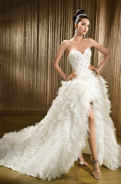 Mariage et collections La robe de mariée courte devant
