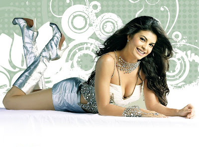 Srilankan Model cum Glam girl Jacqueline Fernandez in Shorts