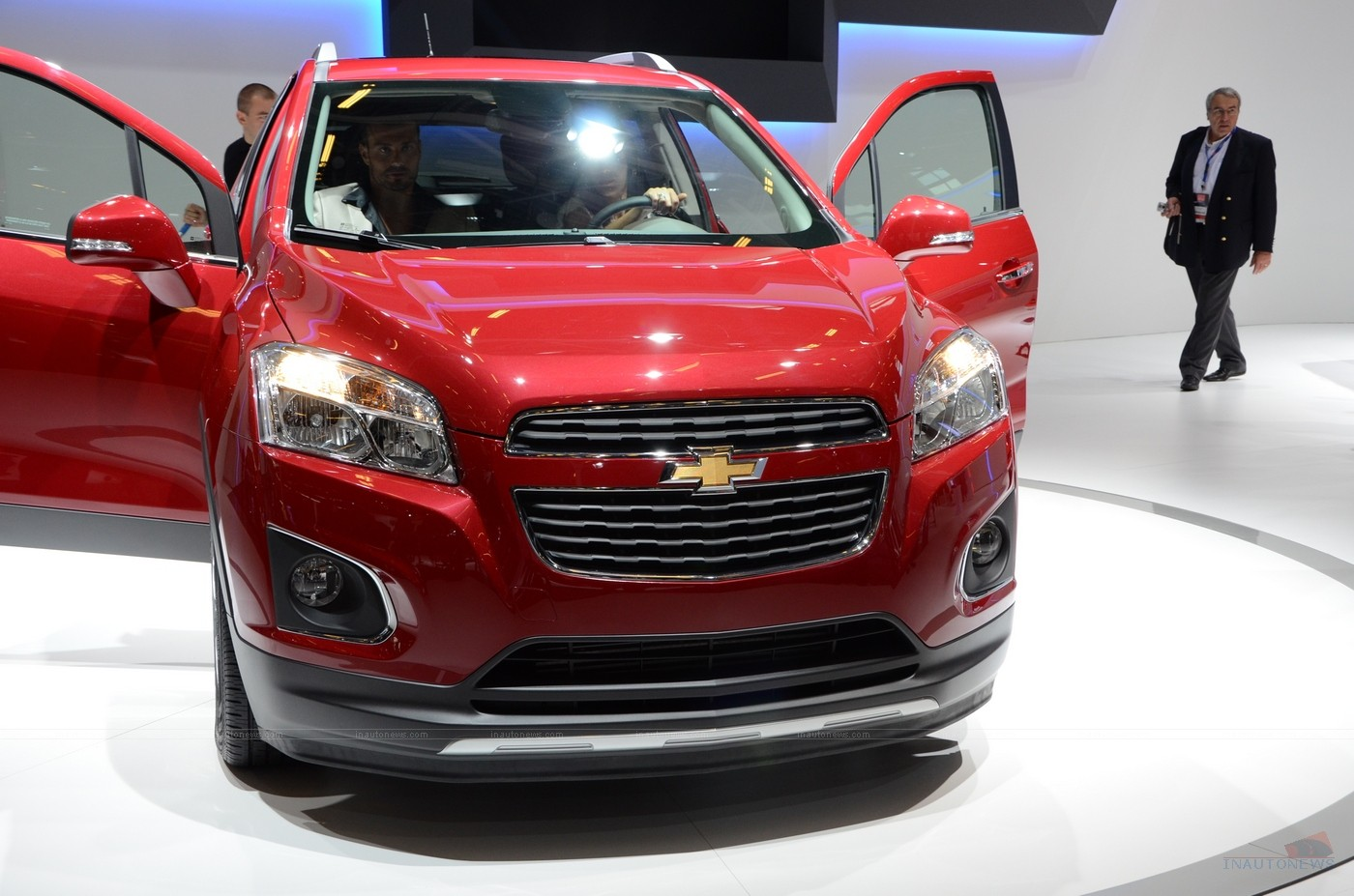 chevrolet trax suv debut paris motor show 2012 auto. Black Bedroom Furniture Sets. Home Design Ideas