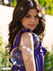 PERSONAJES: Selena Gomez