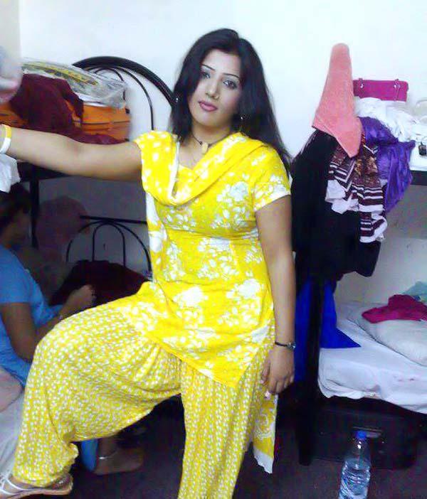 pakistani sexy punjabi girl kissing in car № 308019
