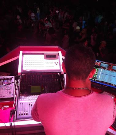 DJ QUE FAZ A FESTA