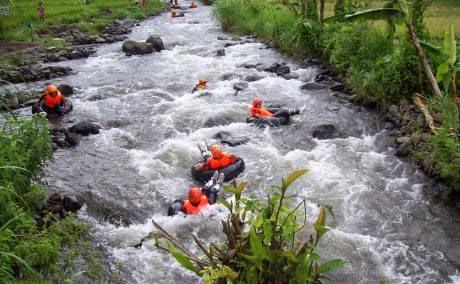 Wisata tubing di Kali Badeng, Kecamatan Songgon, Banyuwangi.