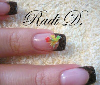 шарено есенно листо върху нокти