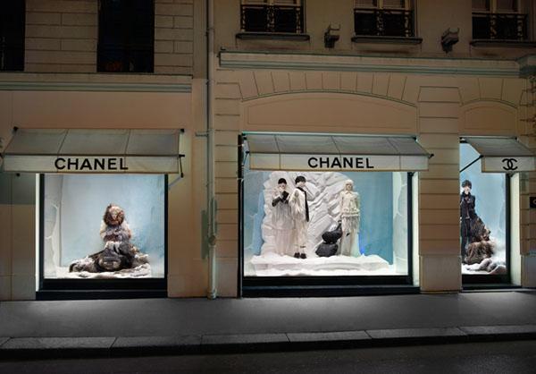 MIKE KAGEE FASHION BLOG CHANEL PARIS SHOW WINDOWS