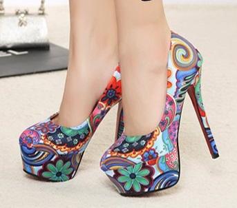 Çiçek desenli platform ayakkabı