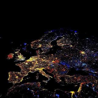 Европа из космоса в новогоднюю ночь.