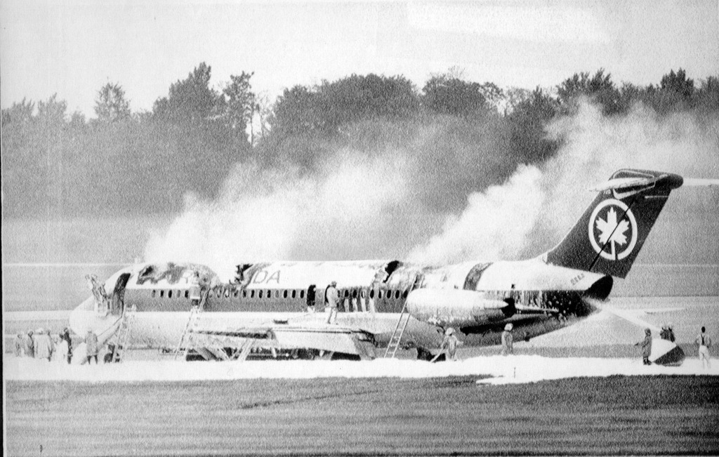 vôo Air Canada 797 partiu de Dallas Fort Worth às 16:20 horas