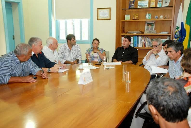 Prefeito Arlei reafirma apoio ao movimento 'Não à Demolição' do Mercado do Produtor de Água Quente
